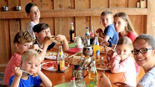 Katze auf dem Ederhof im Bayerischen Wald