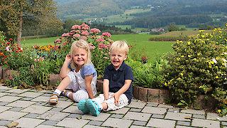 Glückliche Kinder draußen